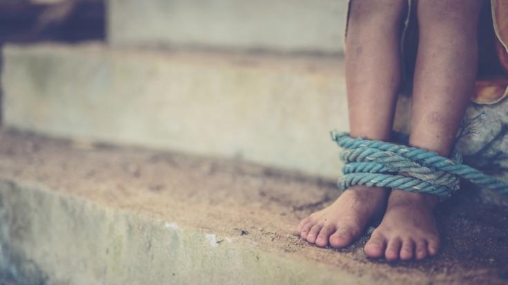 Ein Mädchen, dass er in einen Wagen gezerrt hatte, konnte sich befreien. (Foto)