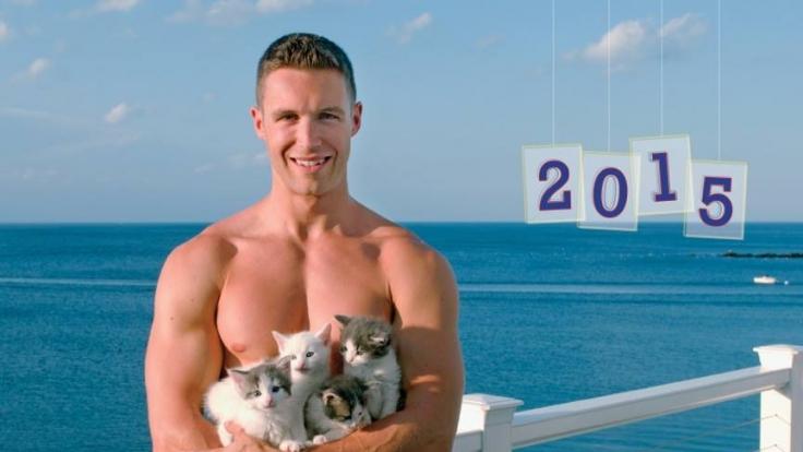 Nicht die Chippendales, sondern die Kittendales stehen für die Kalender mit Katzenbabys im Arm Modell. (Foto)