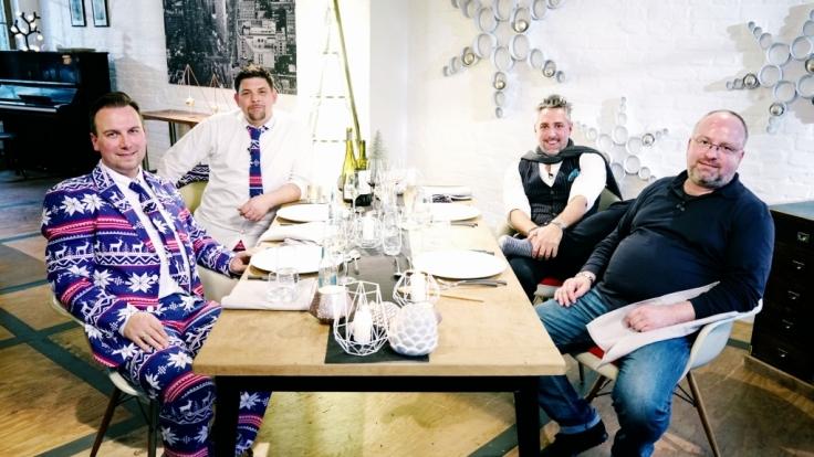 Zur Weihnachtszeit werden die Köche (v.l.) Tim Raue, Tim Mälzer, Christian Lohse und Roland Trettl vor eine ganz besondere Herausforderung gestellt. (Foto)