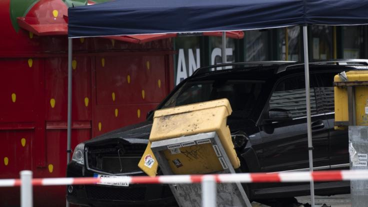 In der Nähe vom Bahnhof Zoo in Berlin ist ein Auto in eine Menschengruppe gerast. (Foto)