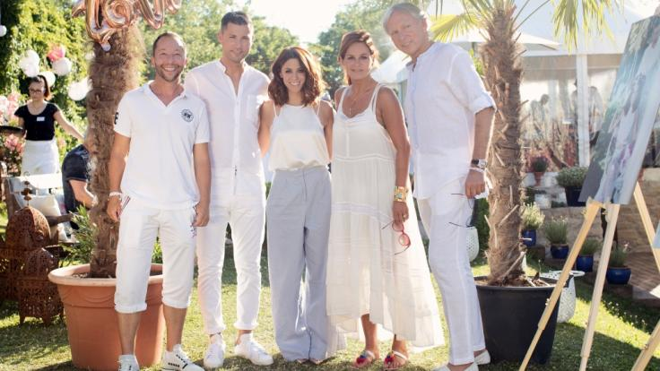 Andrea Berg und ihr Mann Uli Ferber gemeinsam mit DJ Bobo auf der Gartenparty-Hochzeit von Stiefsohn und Ex-Manager Andreas Ferber und Vanessa Mai.