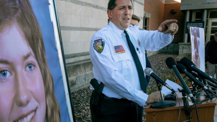 Chris Fitzgerald, Polizeichef von Barron, spricht während einer Pressekonferenz über die vermisste 13-Jährige. (Foto)