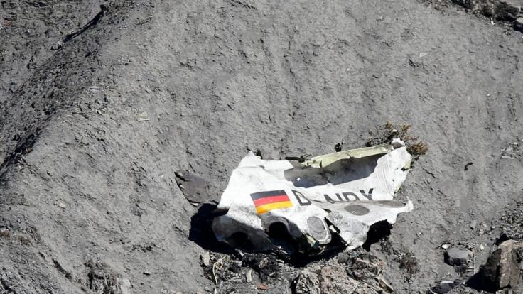 Wrackteil des abgestürzten Germanwings-Flugzeuges. (Foto)