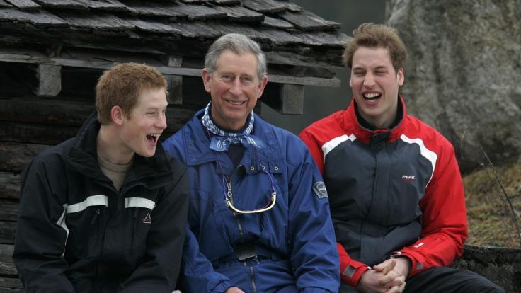 Prinz Charles mit seinen Söhnen Prinz Harry und Prinz William.