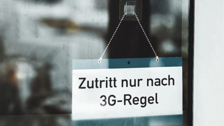 """Corona-News Deutschland: Glaubt man Virologin Dr. Jana Schroeder, könnte das 3G-Modell bald aus """"Geimpften, Genesenen und Gestorbenen"""" bestehen. (Foto)"""
