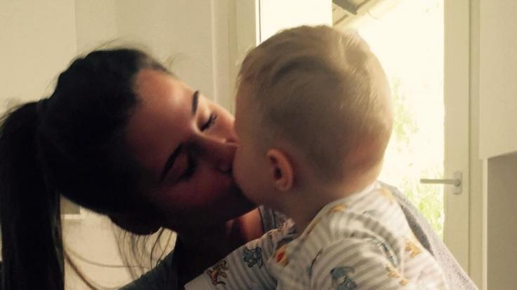 Leidet unter der Trennung: Söhnchen Alessio hier mit seiner Mama Sarah.
