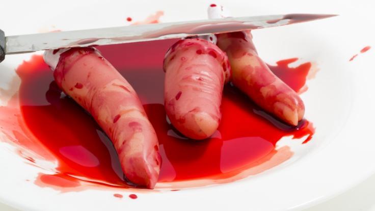 Auch die Finger hat die 21-Jährige ihrem toten Freund abgetrennt. (Symbolbild) (Foto)