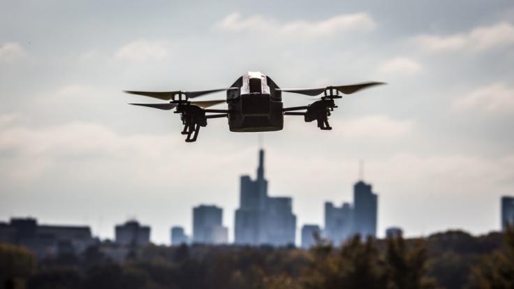UFO-Sichtungen werden immer wieder gemeldet. Dieses Flugobjekt ist allerdings bekannt: Es handelt sich um einen Quadkopter. (Foto)