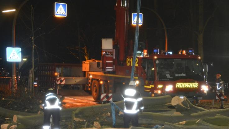 """Das Sturmtief """"Zeetje"""" hat die Einsatzkräfte in Teilen Norddeutschlands am Neujahrsabend auf Trab gehalten. (Foto)"""