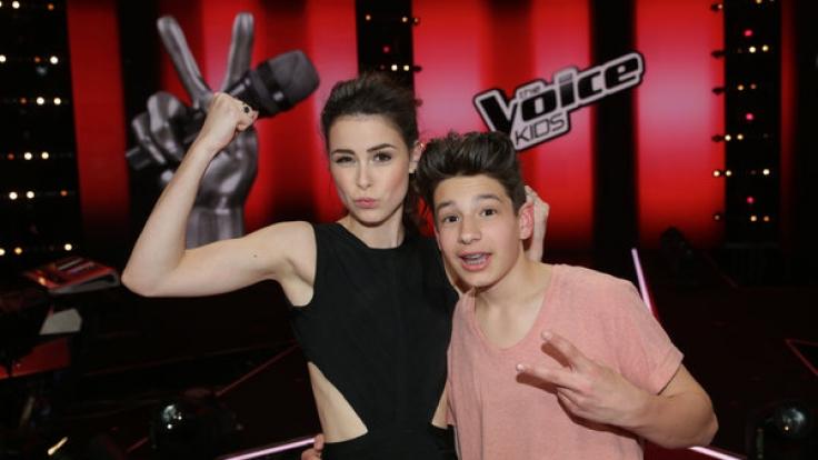 """Sängerin Lena mit Noah-Levi, dem Gewinner von """"The Voice Kids"""" 2015. (Foto)"""