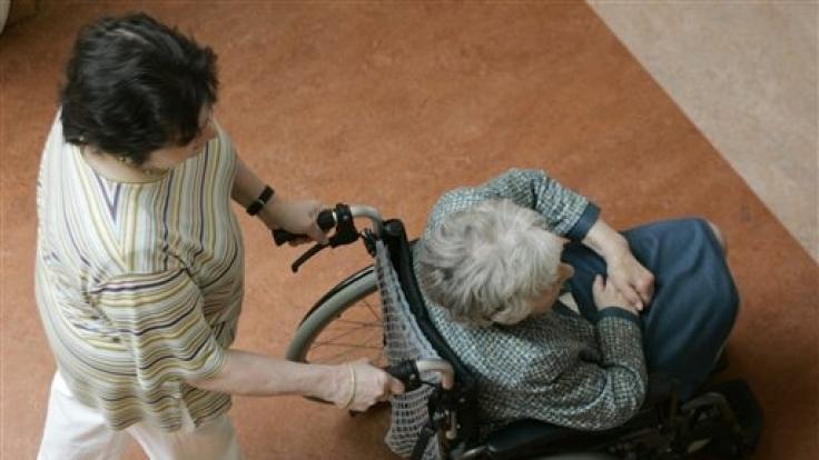 Senioren die an Sturzangst leiden, verlieren häufig noch schneller ihre Mobilität. (Foto)