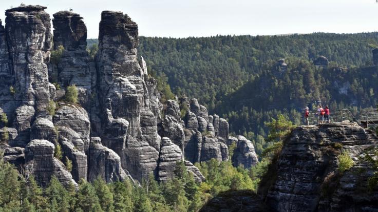 In der Sächsischen Schweiz stürzte ein Bergsteiger 20 Meter in die Tiefe (Symbolbild). (Foto)