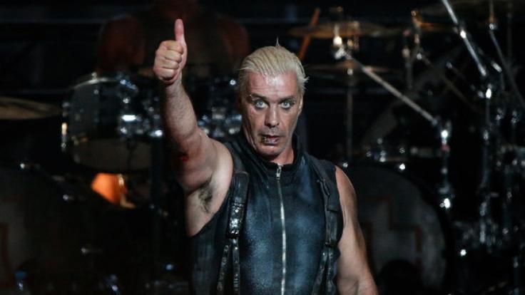 Rammstein sind wieder auf Tour! Sänger Till Lindemann findet's offenbar gut. Wir auch!