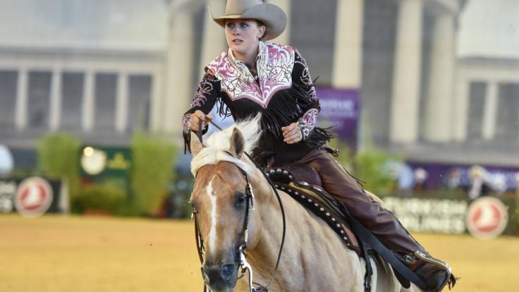 Gina Maria Schumacher mit ihrem Pferd Sharp Dressed Shiner bei den FEI European Championships 2015. (Foto)