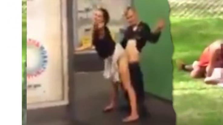 Wer Sex in der Öffentlichkeit hat, muss mit harten Strafen rechnen, wenn er erwischt wird. (Foto)