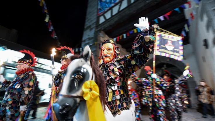 Bunte Kostüme, Konfetti in der Luft und aufwendig gestaltete Umzüge: Die Karnevalszeit steht vor der Tür. (Foto)