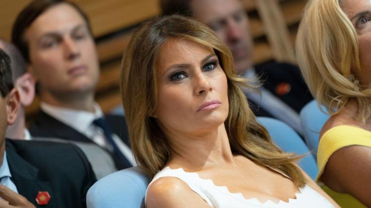Präsidentengattin Melania Trump zeigt sich von den Amtsenthebungsforderungen um Ehemann Donald Trump unbeeindruckt - und kassiert prompt einen Shitstorm. (Foto)