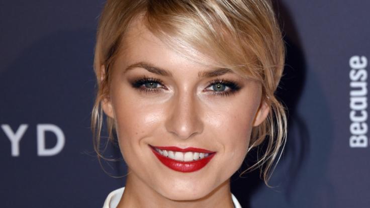 Lena Gercke protestiert bei Instagram gegen falsche Schönheitsideale.