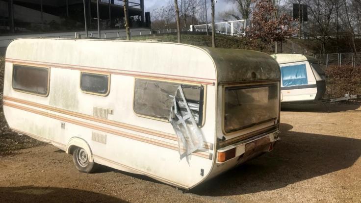 Wegen des Verdachts des sexuellen Missbrauchs hat die Polizei in Bonn eine Zwölfjährige aus einem Campingwagen befreit.