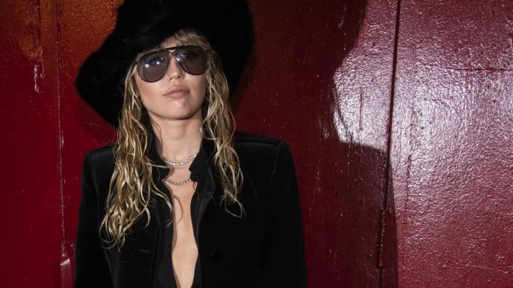 Miley Cyrus ließ bei der Fashion Week in New York tief blicken. (Foto)