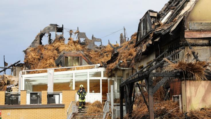 Im Ostseebad Wustrow ist ein Hotel komplett abgebrannt. (Foto)