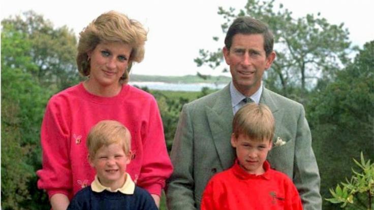 Lady Di mit Ehemann Prinz Charles und den gemeinsamen Söhnen Prinz Harry (links) und Prinz William.