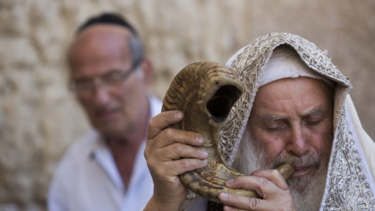 Zum jüdischen Neujahrsfest wird traditionell ein Schofar, das Horn eines Widders geblasen. (Symbolbild)