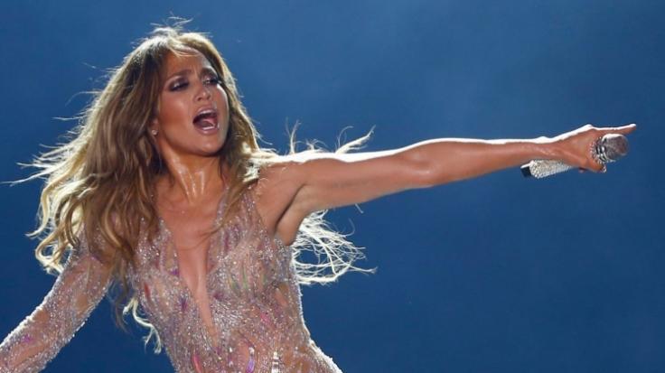 Jennifer Lopez erinnert sich an einen Versace-Traum. (Foto)