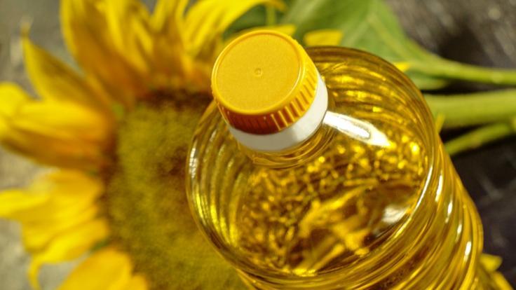 """Nur ein Sonnenblumenöl schneidet im Test mit """"Sehr gut"""" ab. (Foto)"""