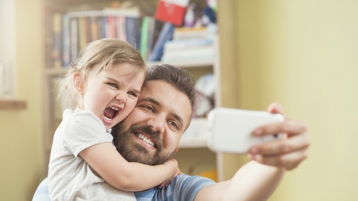 Muss man Kinderfotos wirklich mit der ganzen Welt im Internet teilen? (Foto)