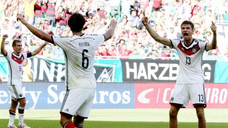 Trotz Live-Übertragung kann es schon einmal bis zu anderthalb Minuten dauern, bis ein Tor bei der Fußball-WM 2014 in Brasilien auf deutschen Fernsehern zu sehen ist.