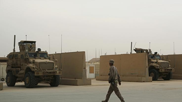 Der Iran feuerte Raketen auf zwei Militärstützpunkte im Irak.