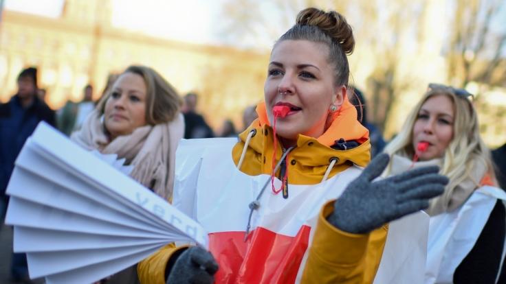Die Gewerkschaft Verdi hat Warnstreiks auf den Flughäfen in Köln, München, Bremen und Frankfurt angekündigt. (Foto)