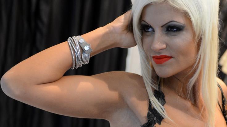 Sophia Vegas zeigt ihren Babybauch. (Foto)