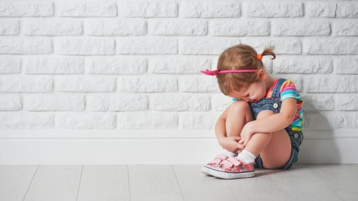 In einem Kindergarten in England soll ein Jugendlicher mehrere Kinder sexuell missbraucht haben.