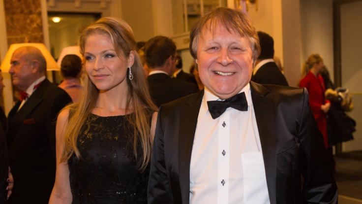 Der Moderator Peter Urban und seine Frau Laura besuchen am 23.01.2016 in Hamburg den Hamburger Presseball. (Foto)