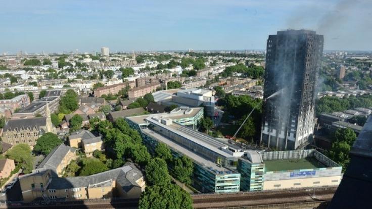 In London brannte ein Hochhaus nahezu komplett aus.