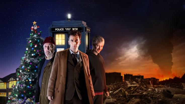David Tennant, bekannt aus «Harry Potter und der Feuerkelch», war der zehnte Doktor der Serie. Im Hintergrund ist die TARDIS zu erkennen, mit der er durch Raum und Zeit reist.
