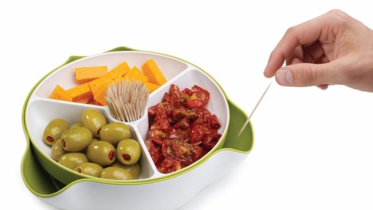 Die Snackschale namens Double Dish Deluxe macht aus jedem noch so profanen Imbiss einen Hingucker.