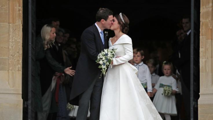 Der erste Kuss als Mann und Frau:Jack Brooksbank und seine Frau Prinzessin Eugenie.