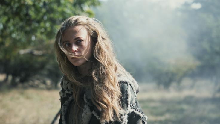 """Jeanne Goursaud in ihrer Rolle als Thusnelda in """"Barbaren"""". (Foto)"""