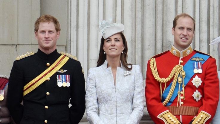 Die jungen Royals (von links): Prinz Harry, Herzogin Kate und Prinz William.