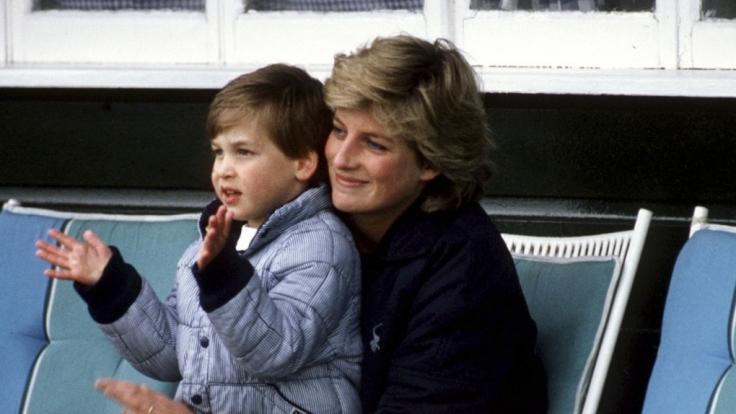 Lady Diana mit ihrem ältesten Sohn Prinz William im Jahr 1987.