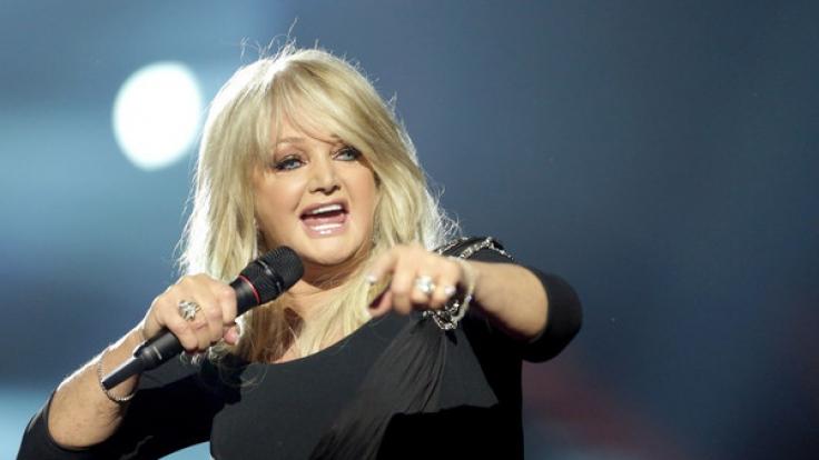 Heute sind die Haare glatt und die Lederhose einer Jenas gewichen. Aber ihre markante Stimme hat Bonnie Tyler immer noch.