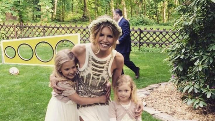 Braut Lisa und die Blumenmädchen.