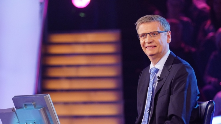 """Günther Jauch bittet wieder Kandidaten auf den Quiz-Stuhl bei """"Wer wird Millionär"""". (Foto)"""