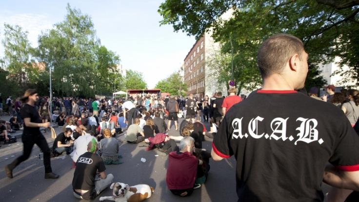 Wenn Linke demonstrieren, darf A.C.A.B. nicht fehlen.