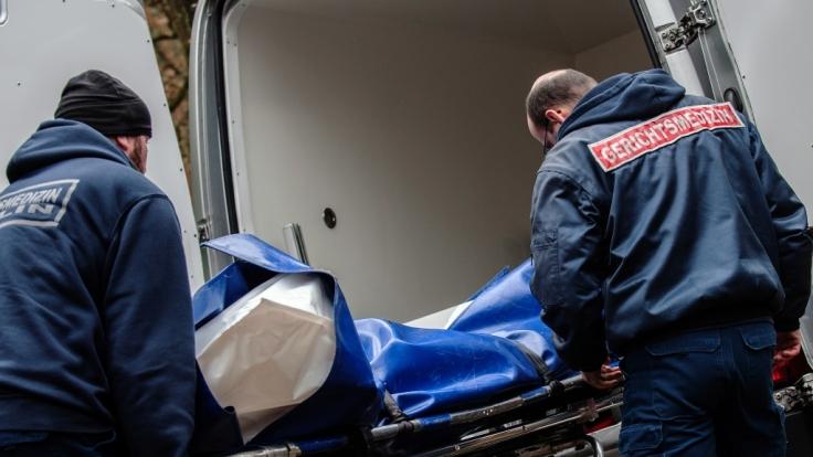 Die bei Lauf in einem Zelt entdeckten Leichen werden von der Gerichtsmedizin untersucht. (Symbolbild) (Foto)