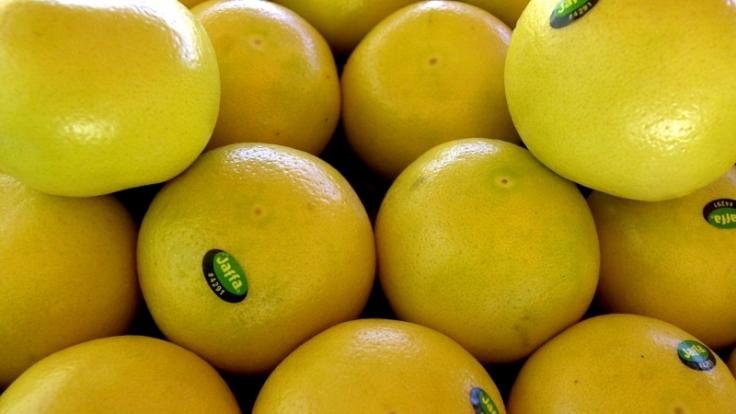 Ein Bitterstoff der Zitrusfrucht sorgt dafür, dass die Leber Fette anstatt Kohlenhydrate abbaut. (Foto)