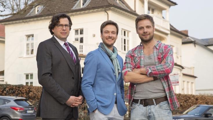 David Mendelbaum (Hans-Jochen Wagner, l.), Ben Schäfer (Andreas Pietschmann, M.) und Joris Petersen (Christoph Letkowski) sind die Hauptfiguren bei Männer! Alles auf Anfang. (Foto)